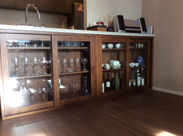 image1-glass cabinet.JPG